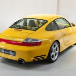 Porsche 996 Carrera 4S geel-9164